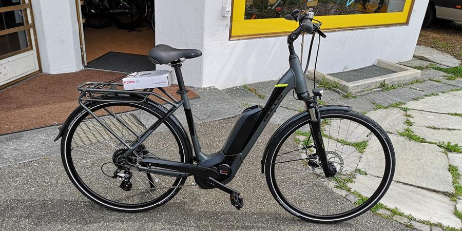 Tiefeinsteiger E Bike grau schwarz